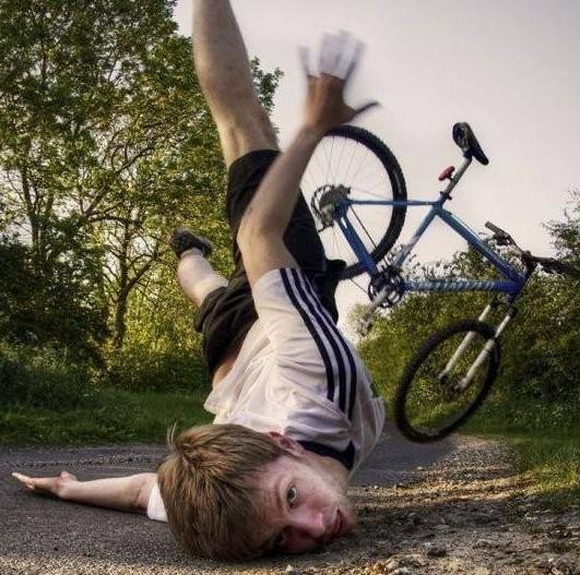 自行车运动,骑行爱好者,骑行头盔,骑行摔跤,骑行安全