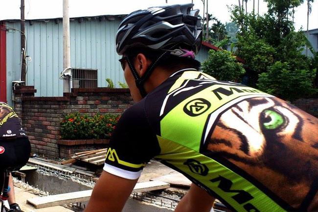 Monton车队,路虎骑行服,老虎衣,自行车运动,骑行呼吸