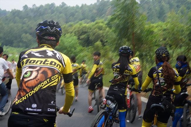 monton,路虎骑行服,老虎衣,脉腾车队,防摔技巧,自行车运动