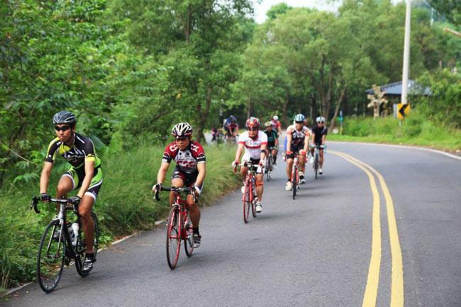 monton自行车,路虎骑行服,自行车,骑行运动,户外活动,骑行装备,骑车技术