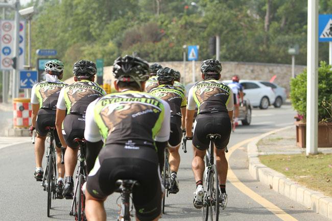 monton车队,自行车,骑行技巧,户外运动,骑行装备,路虎骑行服