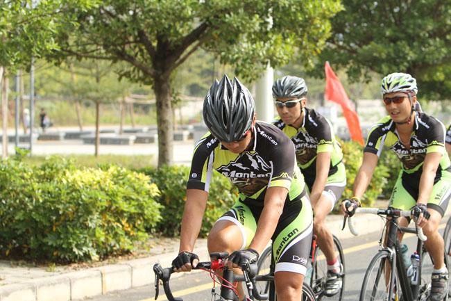 monton,骑行装备,自行车,户外运动,骑行头盔,旅游,路虎骑行服