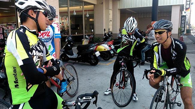 monton车队,冬季骑行,骑行装备,自行车活动,路虎骑行服,老虎衣,户外运动
